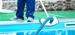3 Reasons Weekly Swimming Pool Maintenance Is Critical