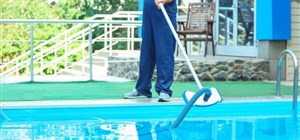 Advantages of Professional Swimming Pool Maintenance Over DIY